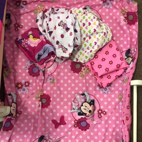 Minnie Mouse toddler bed comforter set.